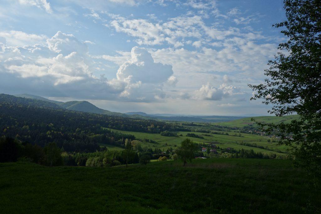 Widok z grodziska Walik na zachodnią część wsi Brzezowa