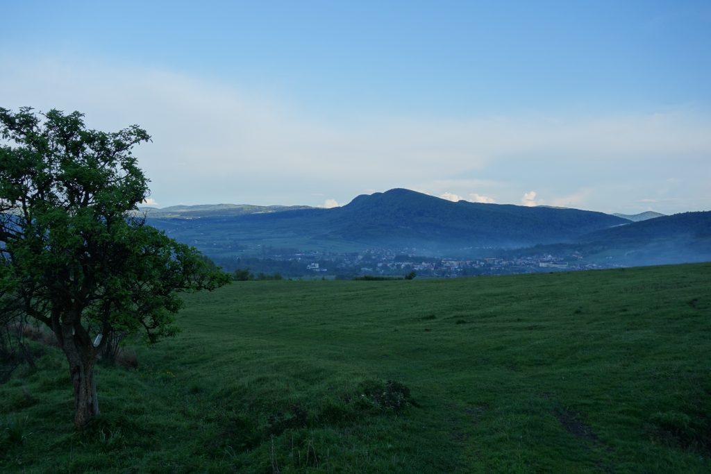 Góra Cergowa w szczycie, pod mgłą Dukla