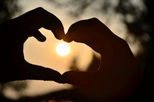 Miłość. Sens. Serce. Uczucie. Sens.
