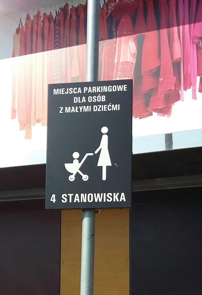 Miejsca parkingowe dla osób z małymi dziećmi (fot. ja)
